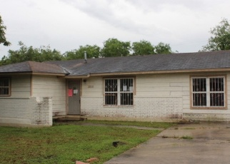 Foreclosed Home in San Antonio 78224 POINT WEST ST - Property ID: 4400925815