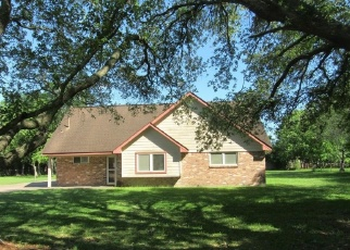 Foreclosed Home in Pearland 77581 W CIRCLE DR - Property ID: 4400944193