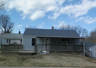 Foreclosed Home in Fairview Heights 62208 SAINT CLAIR RD - Property ID: 4401021727