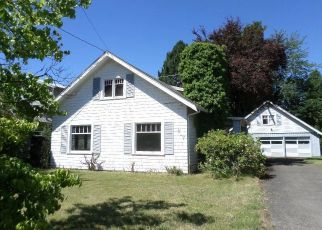 Foreclosed Home in Portland 97233 SE 139TH AVE - Property ID: 4401055442