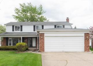 Foreclosed Home in Southfield 48034 IVANHOE LN - Property ID: 4401120257