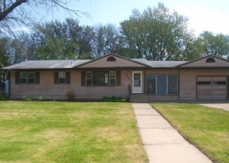 Foreclosed Home in Saint Paul 55122 AMBER DR - Property ID: 4401238513