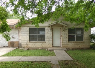 Foreclosed Home in Uvalde 78801 PEREZ ST - Property ID: 4401891541