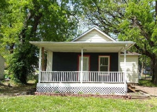 Foreclosed Home in Wamego 66547 WALNUT ST - Property ID: 4402139429