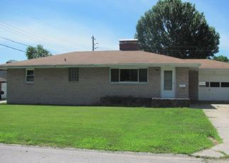 Foreclosed Home in Wood River 62095 BERRY RD - Property ID: 4402432431
