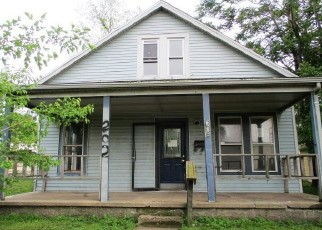 Foreclosed Home in Pekin 61554 COOPER ST - Property ID: 4402577852