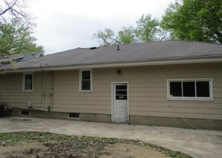 Foreclosed Home in Pekin 61554 ROYAL AVE - Property ID: 4402590995