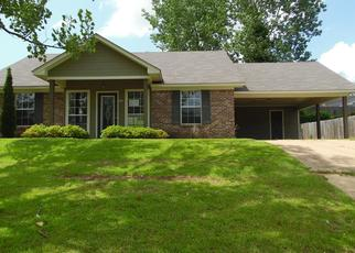 Foreclosed Home in Vicksburg 39180 SUNLINE DR - Property ID: 4402697403
