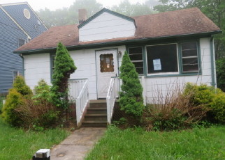 Foreclosed Home in Hewitt 07421 LAKE SHORE DR - Property ID: 4402723692