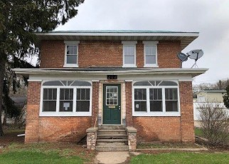 Foreclosed Home in Waupaca 54981 W SESSION ST - Property ID: 4402843246