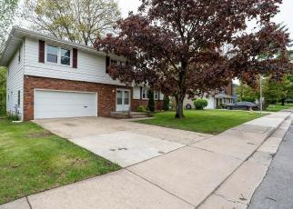 Foreclosed Home in Peoria 61604 N KINGSTON DR - Property ID: 4402896694