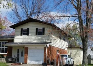 Foreclosed Home in Clarksville 47129 SPICEWOOD DR - Property ID: 4403054354