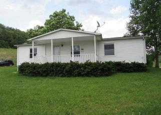 Foreclosed Home in Jeffersonville 40337 COREY LN - Property ID: 4403372771