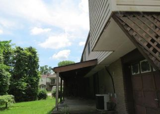 Foreclosed Home in Irwin 15642 WARREN AVE - Property ID: 4403622410