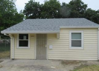 Foreclosed Home in Sacramento 95815 OPAL LN - Property ID: 4403666654