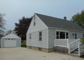 Foreclosed Home in Two Rivers 54241 MISHICOT RD - Property ID: 4403820820
