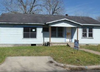 Foreclosed Home in Schulenburg 78956 KALLUS ST - Property ID: 4403866805