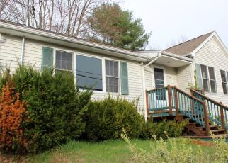 Foreclosed Home in Winsted 06098 E WAKEFIELD BLVD - Property ID: 4404150162