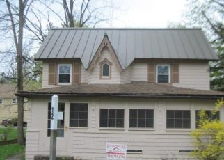 Foreclosed Home in Lakeville 06039 PETTEE ST - Property ID: 4404151932