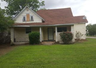Foreclosed Home in Walters 73572 E KANSAS ST - Property ID: 4404463318