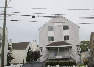 Foreclosed Home in Stamford 06901 GROVE ST - Property ID: 4404475138