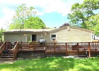 Foreclosed Home in Shirley 11967 MERRICK RD - Property ID: 4404498357