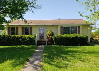 Foreclosed Home in Muscatine 52761 MULBERRY AVE - Property ID: 4404905227