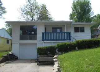 Foreclosed Home in Cedar Rapids 52404 12TH AVE SW - Property ID: 4404908750