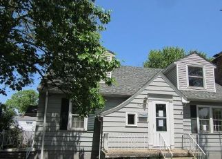Foreclosed Home in Michigan City 46360 E BARKER AVE - Property ID: 4404912683