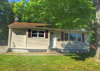 Foreclosed Home in East Hartford 06118 ROXBURY RD - Property ID: 4405313874