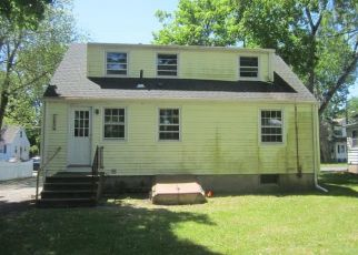 Foreclosed Home in Windsor 06095 SKITCHEWAUG ST - Property ID: 4405316946