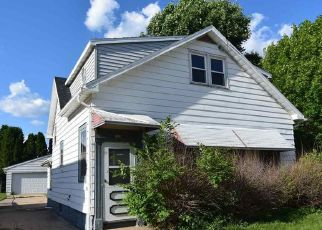 Foreclosed Home in Oshkosh 54901 HARNEY AVE - Property ID: 4405516201