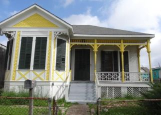 Foreclosed Home in Galveston 77550 BALL ST - Property ID: 4405609947