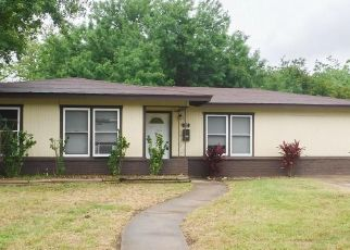 Foreclosed Home in Beeville 78102 S STEPHENSON ST - Property ID: 4405656357