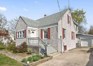 Foreclosed Home in Pennsville 08070 LOCUST AVE - Property ID: 4405724242