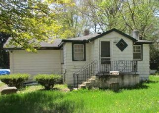Foreclosed Home in Coloma 49038 PINE CT - Property ID: 4405993153