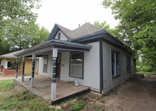 Foreclosed Home in Wellington 67152 E LINCOLN AVE - Property ID: 4406077244