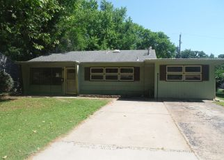 Foreclosed Home in Topeka 66611 SW 24TH ST - Property ID: 4406080764