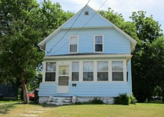 Foreclosed Home in Waterloo 50703 ASH ST - Property ID: 4406089968