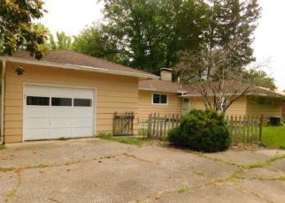 Foreclosed Home in Carbondale 62901 W CARTER ST - Property ID: 4406112735