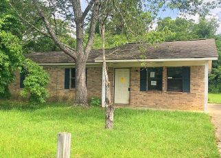 Foreclosed Home in Clanton 35045 RANDALL CIR - Property ID: 4406261196