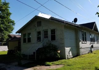 Foreclosed Home in Baxter Springs 66713 WASHINGTON AVE - Property ID: 4406398285