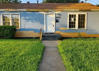 Foreclosed Home in Victoria 77901 E SABINE ST - Property ID: 4406662835