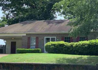 Foreclosed Home in Memphis 38115 E FOX BEND CV - Property ID: 4406667647