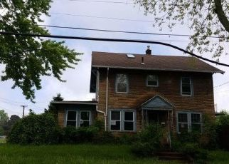 Foreclosed Home in Niagara Falls 14305 MAPLE AVE - Property ID: 4406766180