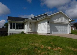 Foreclosed Home in Central City 52214 RED MAPLE CT - Property ID: 4406902843