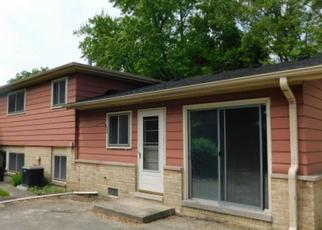 Foreclosed Home in Des Plaines 60016 WILKINS DR - Property ID: 4406913344