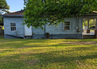 Foreclosed Home in Glennville 30427 S BAKER ST - Property ID: 4407054820