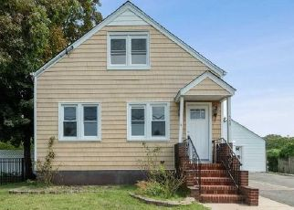 Foreclosed Home in West Babylon 11704 MOUNT AVE - Property ID: 4407217746