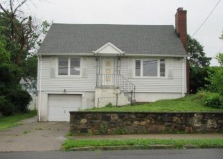 Foreclosed Home in Bridgeport 06606 ARLINGTON ST - Property ID: 4407228694